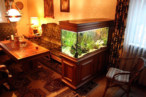 Living room with aquarium interior decorating and home design ideas - Decorative fish tanks for living rooms ...