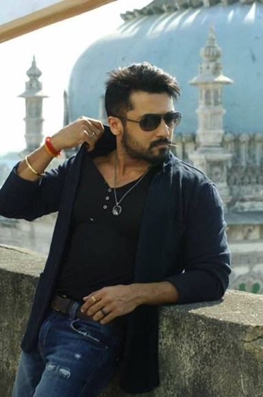 Surya anjaan new look sulekha movies jointly produced by utv productions and utv productions suryas new look in anjaan is out in the open get a glimpse of suryas new avatar in anjaan thecheapjerseys Images