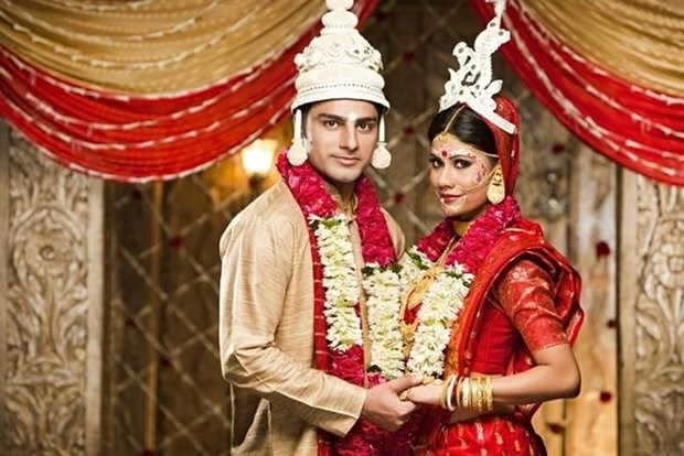 6 Essentials For A Bengali Bride And Groom To Complete Their Wedding